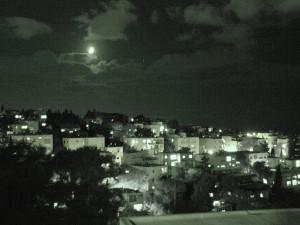 ירח מאיים על חיפה